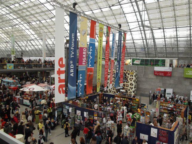 Leipziger Buchmesse 2014 Treiben in der Haupthalle (Foto (c) Sabine Hoß)