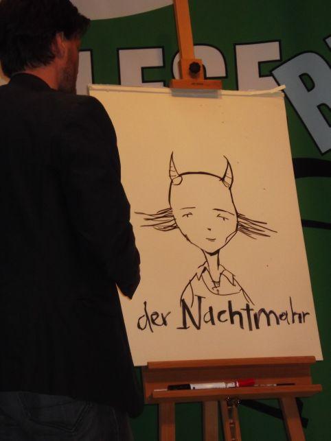 Artur Bodenstein hat einen Nachtmahr gezeichnet (Foto (c) Sabine Hoß)